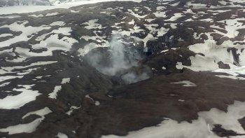 Carabineros de Chile realizaron ayer un sobrevuelo y así se veía la actividad del volcán Hudson.