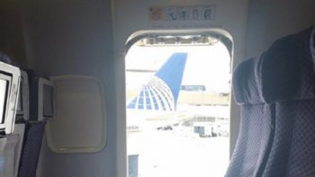 salto de un avion en movimiento porque estaba apurada