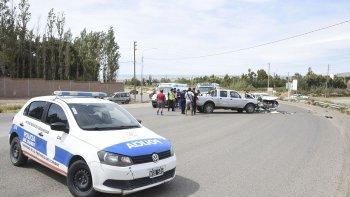 El médico de Tránsito efectúa el test de alcoholemia al conductor del Peugeot, el cual arrojó 3,48 de alcohol en sangre.