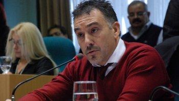 El ministro Leonardo Alvarez dijo que si el Gobierno nacional no da marcha atrás con el decreto que derogó el beneficio de los reembolsos, los puertos patagónicos dejarán de ser competitivos.