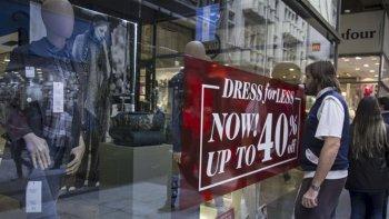 El consumo continúa en el letargo de todo el 2016