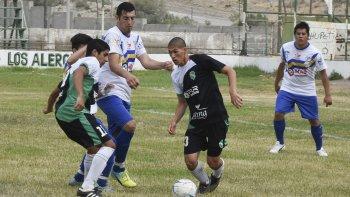El juvenil Fabricio Núñez intenta dominar ante la marca de Matías Quidiman, ayer en kilómetro 8.