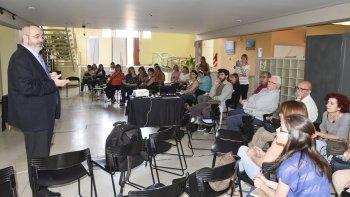 El especialista español Jorge Manzanares Robles disertó sobre un tema de actualidad, el cannabis, en el Centro de Información Pública.