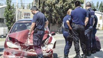 El Peugeot 207 fue el vehículo más perjudicado en el triple choque que ocurrió ayer a la mañana sobre la avenida Hipolito Yrigoyen.