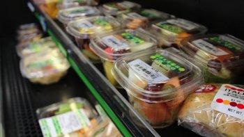 advierten sobre el peligro de consumir ensaladas empaquetadas