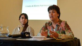 La directora de Patrimonio, Laura Morón, detalló, junto a la subsecretaria de Cultura, Mariela Santos, el listado de espacios, objetos y edificios históricos de la ciudad.