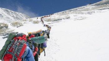 un chubutense realizo una expedicion a la montana mas alta del mundo