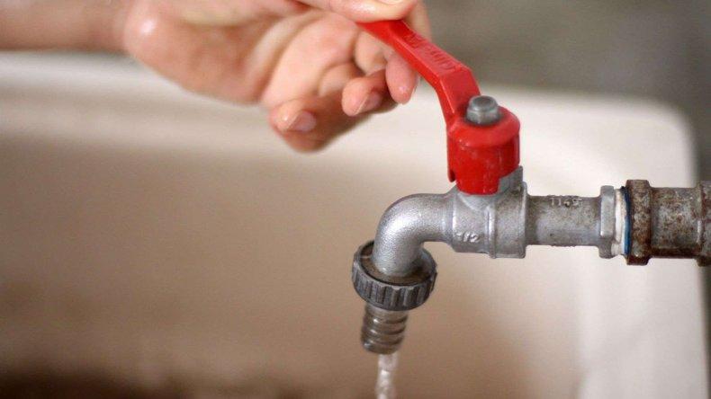 Corte de agua en más de 10 barrios de zona sur de Comodoro