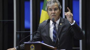 El país vive una gravísima crisis institucional, dice el nuevo jefe del Senado, del PT.
