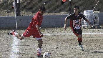 Huracán y Florentino Ameghino definirán el domingo el campeón de la temporada 2017 del fútbol de Comodoro Rivadavia.