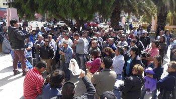 La asamblea realizada ayer en la plaza de la Escuela 83 no contó con la asistencia esperada.