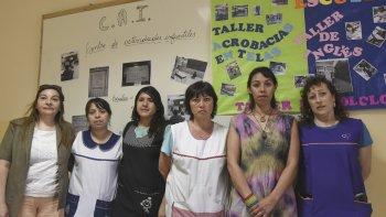 Bajo monotributo y mucha burocracia. Hace más de nueve meses que cuarenta docentes de Comodoro Rivadavia reclaman sus haberes.