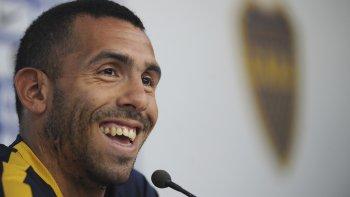 Carlos Tevez sonríe durante la conferencia de prensa que brindó ayer.