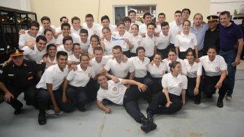 La entrega de diplomas a 37 bomberos voluntarios se realizó ayer en el Destacamento 1 de esta ciudad.