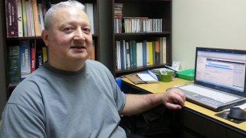 El docente de la Universidad Nacional de la Patagonia San Juan Bosco, Alfio Zambón, desarrolló un sistema alternativo de la Tabla Periódica.