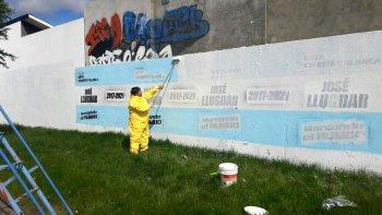 petroleros jerarquicos saneo las paredes que  habia pintado en rio gallegos para la campana