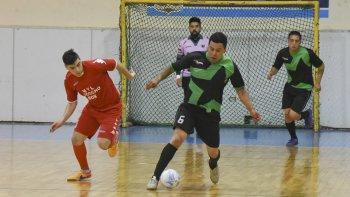 El fútbol de salón oficial continuará este fin de semana con la definición de sus torneos.