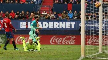 barcelona vencio 3 a 0 al osasuna con dos goles de messi
