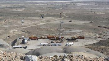 Los trabajadores petroleros continúan en alerta para evitar la baja de equipos.