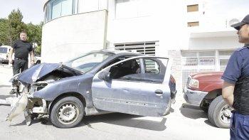 El Peugeot 206 fue trasladado al corralón municipal luego que se comprobara que no había ningún tipo de documentación de su propietario.