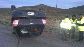 El Chevrolet Agile volcó a tres kilómetros del barrio de Diadema. Su conductor dio positivo el control de alcoholemia con 1,69 gramos de alcohol por litro de sangre.