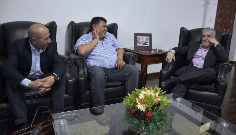 Antes del encuentro con autoridades nacionales, Das Neves convocó a petroleros