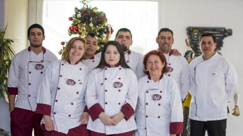 En un acto que se celebró en el Centro Cultural el Instituto Superior de Gastronomía y Hotelería de la Patagonia graduó a más de 40 nuevos profesionales.