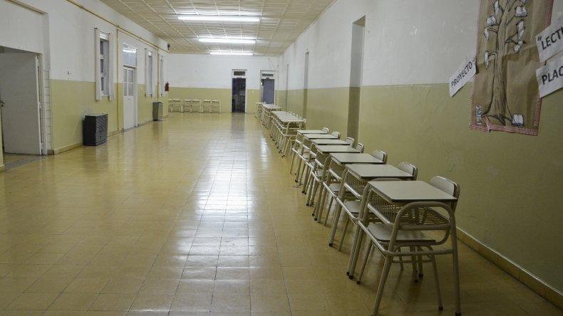Seis escuelas de Comodoro Rivadavia se verán beneficiadas por el convenio de obras públicas que ayer firmó el Gobierno provincial.