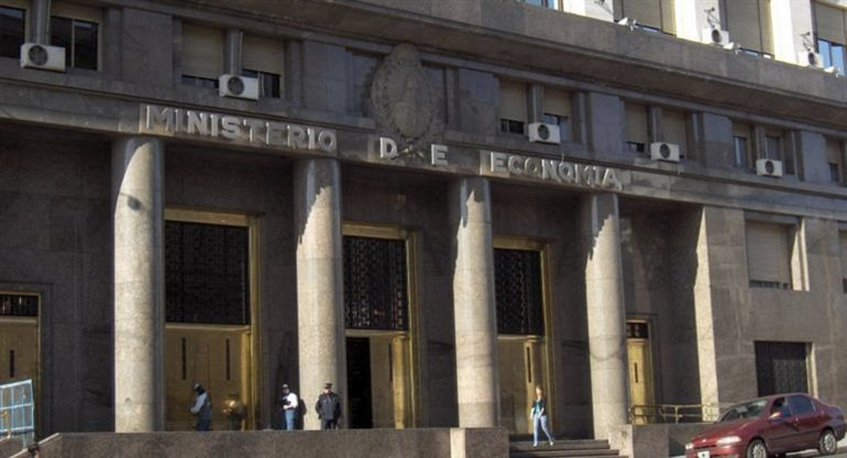La política económica del Gobierno nacional se orienta hacia el incremento de la deuda.