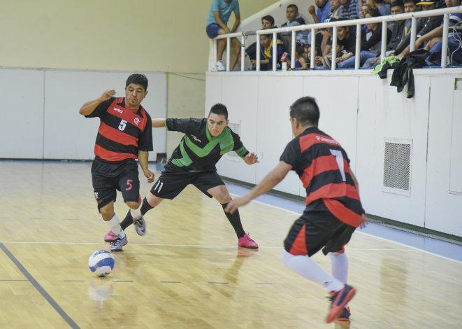 Flamengo le ganó 6-3 a Locos x El Fútbol y conquistó por primera vez un título de futsal mayor en Comodoro Rivadavia.