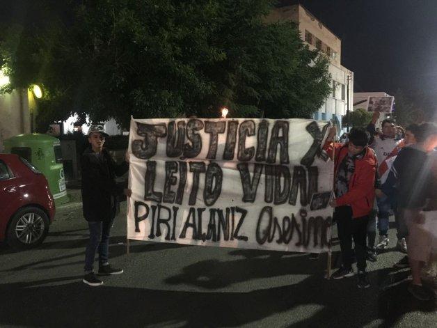 Con velas encendidas familiares y amigos de Leito Vidal volvieron a marchar