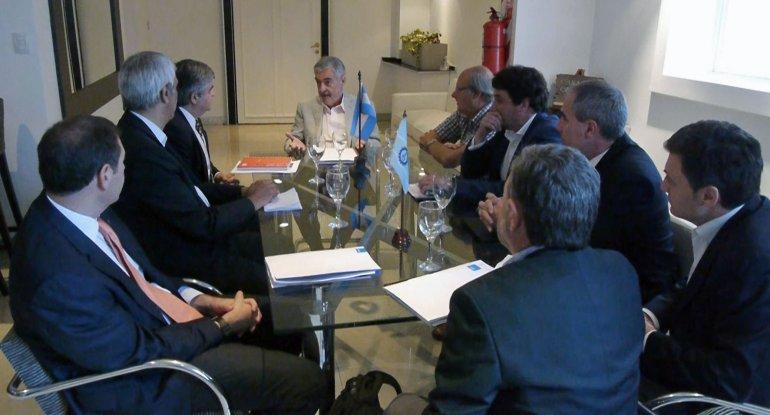 Das Neves acordó con el presidente de YPF mantener los valores de producción en 2017