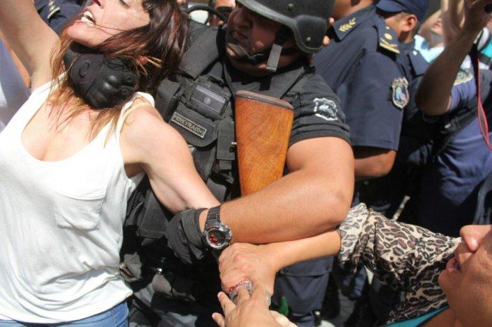 La diputada Mayra Mendoza fue golpeada durante la audiencia de Sala