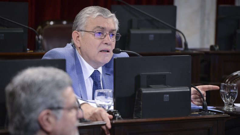 El senador chubutense Mario Pais votó a favor de la ley.