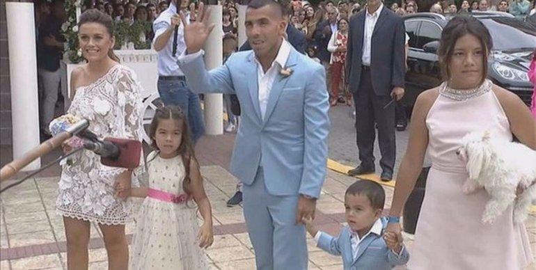 Carlos Tevez se casó por civil con Vanesa Mansilla