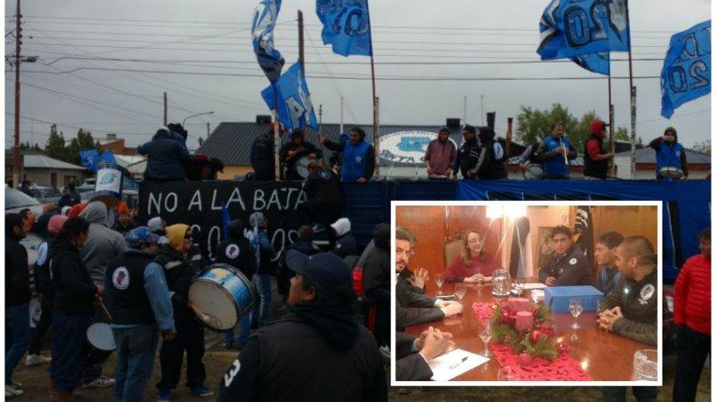 Petroleros le pidieron a Alicia Kirchner que se ponga al frente de los reclamos por despidos