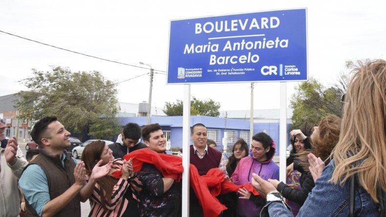 La comunidad educativa del Colegio Patagónico del Sol participó de la imposición del nombre al bulevar de calle Monseñor D´Andrea en homenaje a dos maestras pioneras en su actividad.