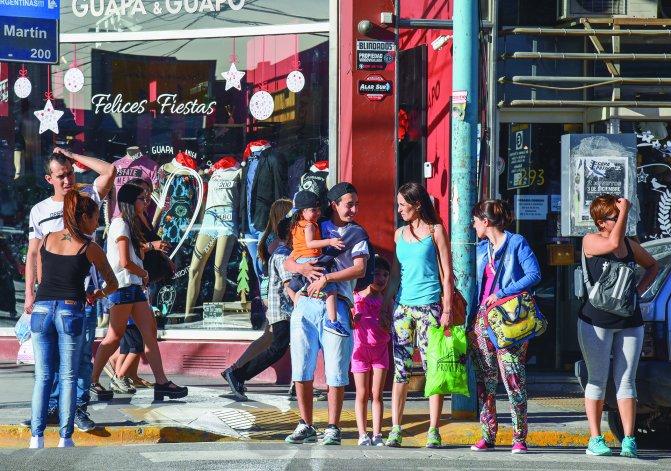 El centro de Comodoro Rivadavia muestra en los últimos días una intensa actividad comercial.