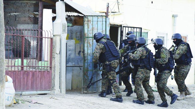 Secuestraron ropa con sangre y teléfonos en la investigación del crimen de Mansilla