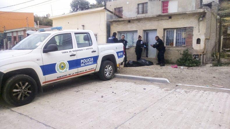 La policía halló al joven recostado sobre la vereda y una vivienda de Mburucuyá al 1.100