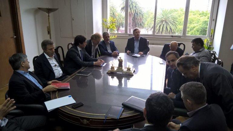 La reunión que encabezaron ayer el ministro de Energía