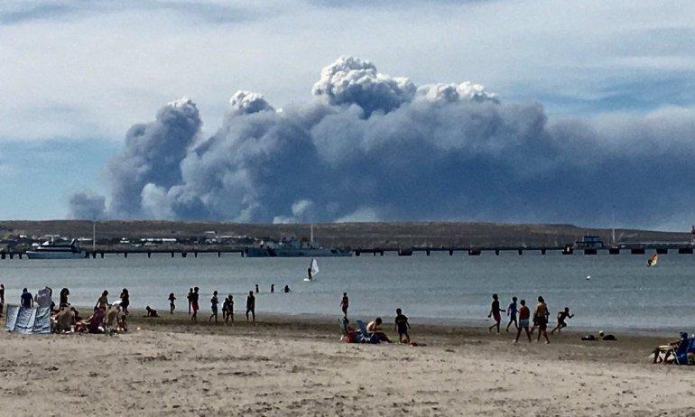 Un incendio avanza sin control al norte de Península Valdés