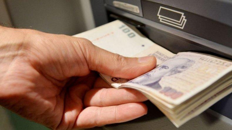La mitad de los trabajadores argentinos gana menos de $8000 por mes