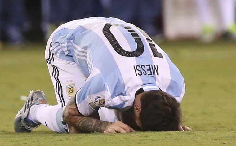 La selección Argentina volvió a perder una final de Copa América con Chile y Messi estuvo a punto de renunciar.