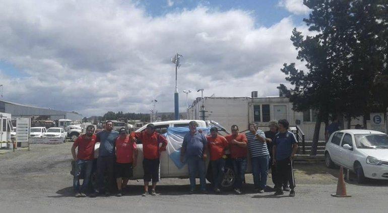 Los operarios desvinculados de SP levantaron ayer las medidas de fuerza en la base de la empresa.