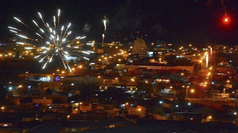 La Navidad en Caleta Olivia fue recibida con menor cantidad de fuegos artificiales en relación a festejos de otros años.