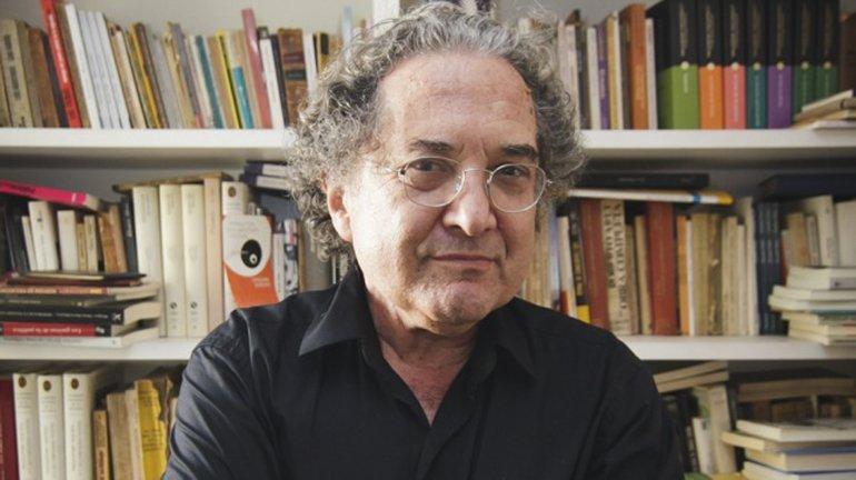 Ricardo Piglia acaba de publicar una serie de ensayos sobre escritores norteamericanos.