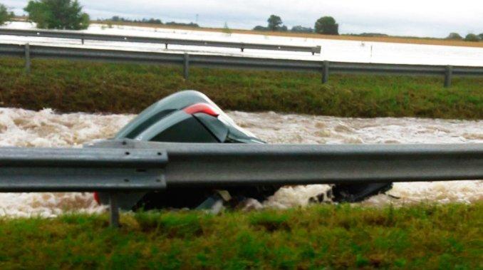 Un auto cayó a un río en Ramallo y murieron dos personas