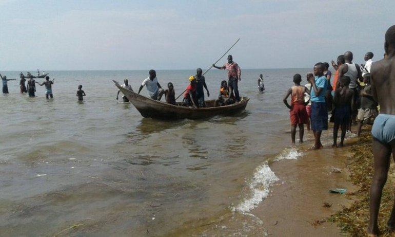 Naufragó un barco que transportaba a un equipo de futbol en Uganda