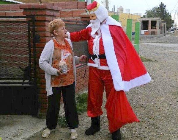 En sorpresiva visita a hogares del barrio Bicentenario de Caleta Olivia